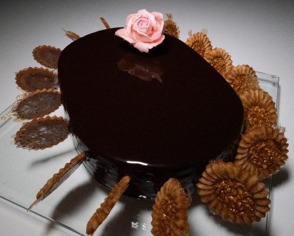 Rose Premium Cristallisée sur entremet chocolat